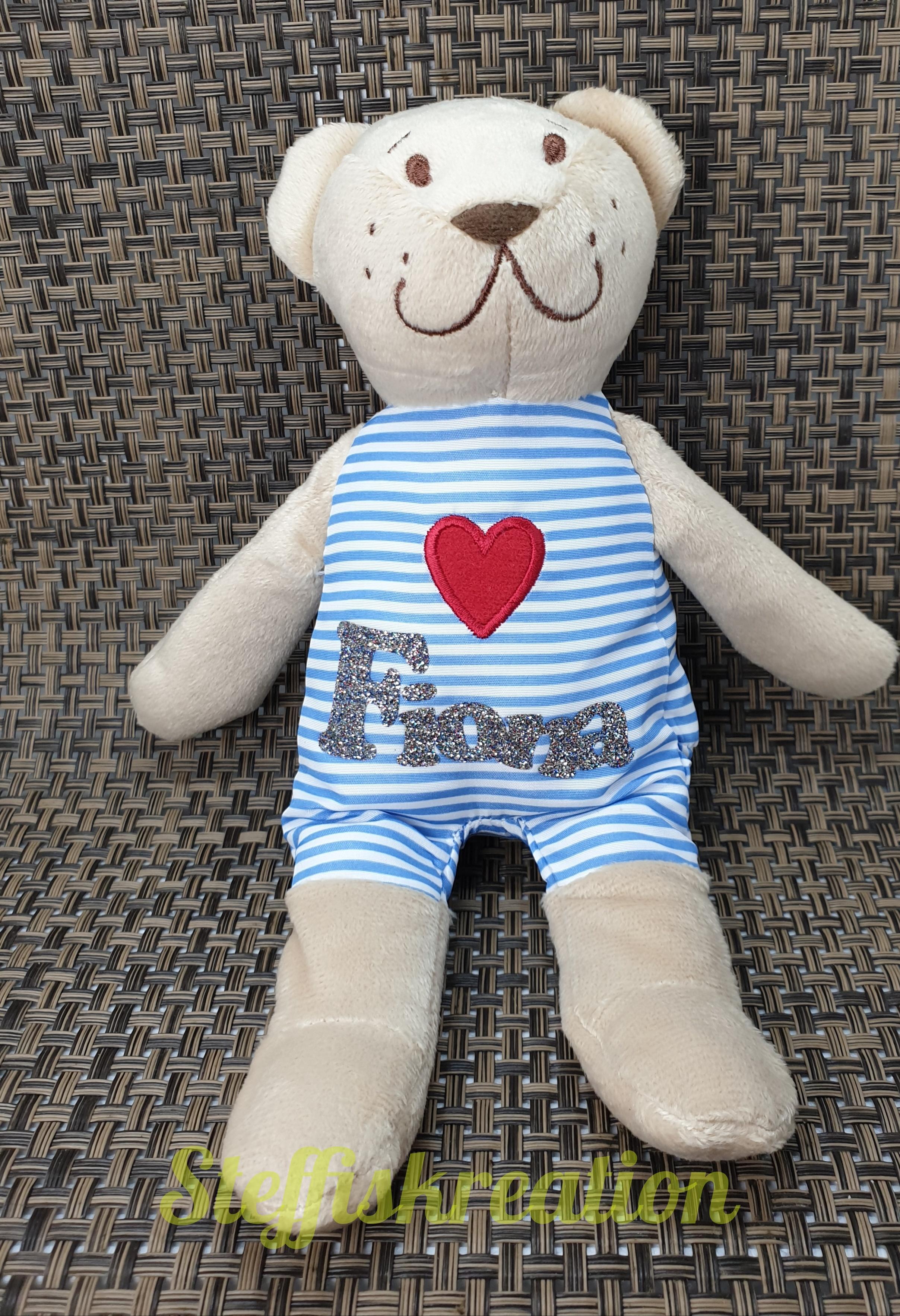 personalisierter teddy mit großem herz